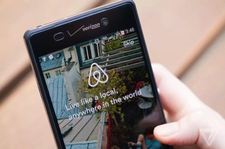 《Airbnb 在美国还能预约餐馆了》